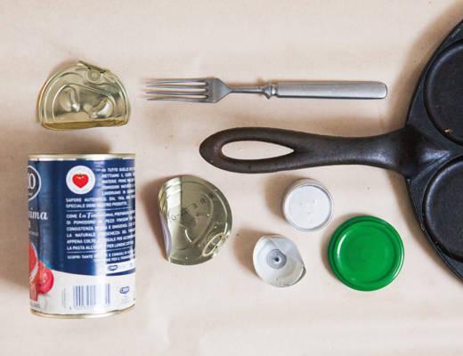 Esimerkiksi säilyketölkki, haarukka, metallinen kansi ja paistinpannu ovat metallia