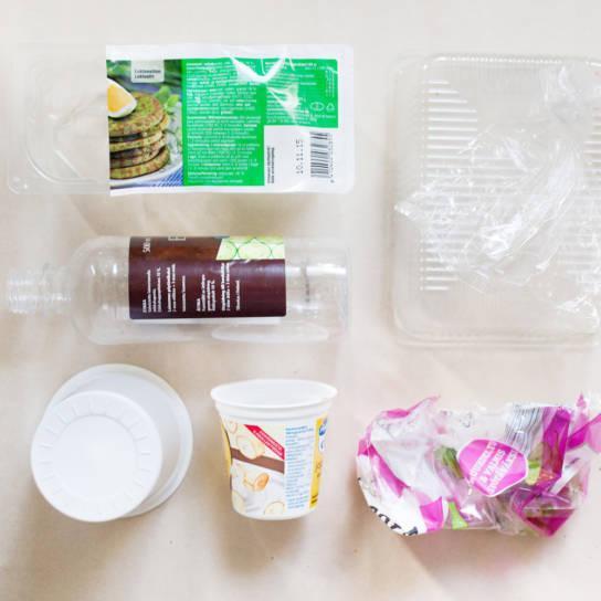 Esimerkiksi jugurttipikari ja muovinen mehupullo ovat muovipakkauksia