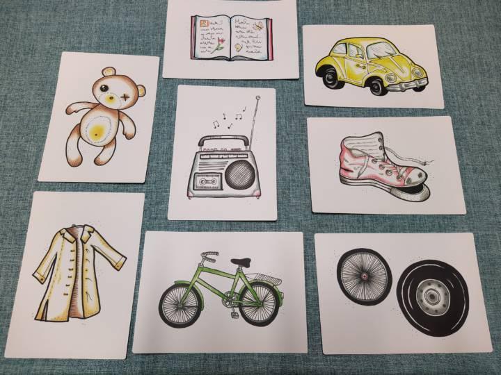 Kierrätysseikkailussa käytettäviä kuvakortteja esim. nalle, risa kenkä ja polkupyörä.